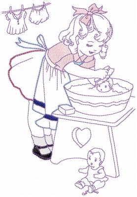 motif de broderie machine d'une petite fille qui donne le bain à sa poupée