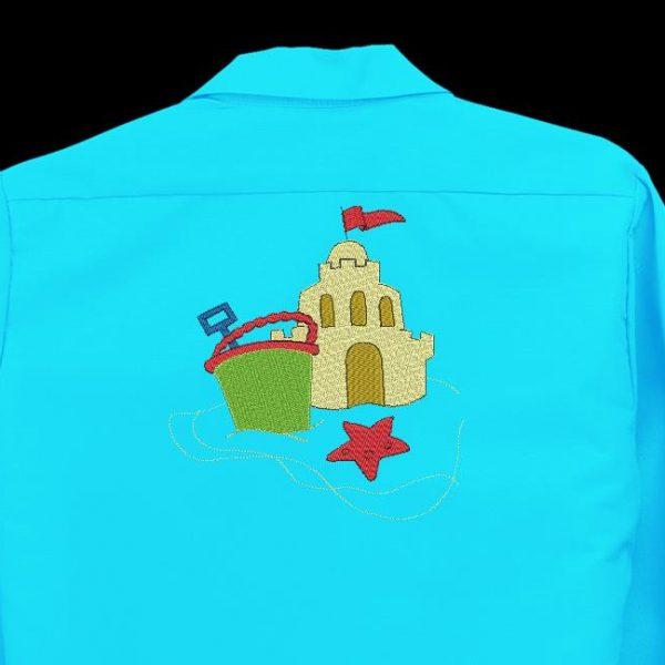 Motif de broderie machine spécial vacances d'un château de sable avec un seau et un râteau