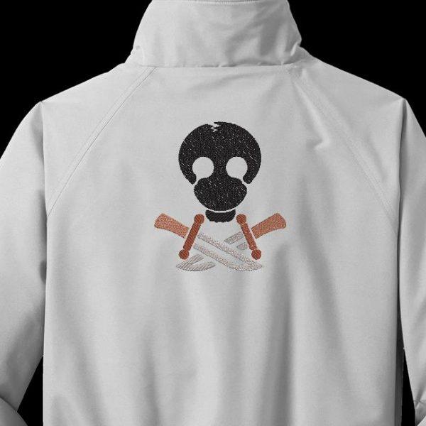 Motif de broderie machine d'un crâne avec des couteaux façon drapeau pirate