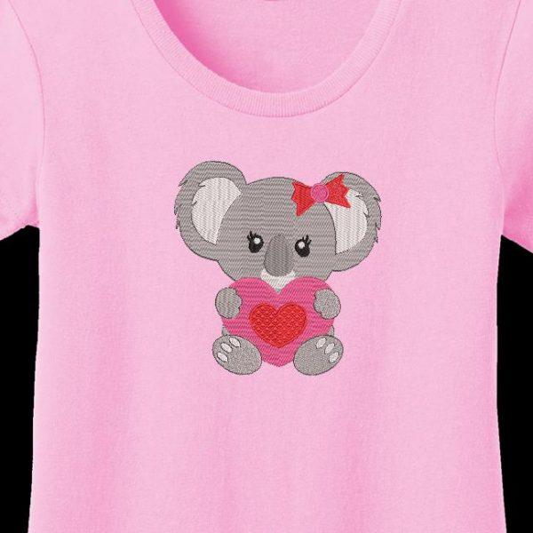 motif de broderie machine d'un koala avec un cœur
