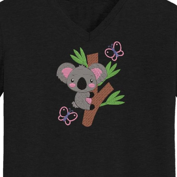 Motif de broderie machine d'un koala sur une branche d'eucalyptus avec des papillons qui virevoltent