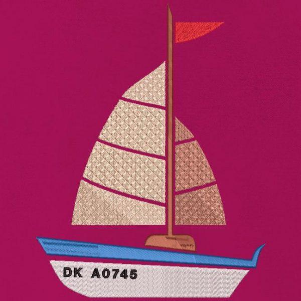 Motif de broderie machine mon petit voilier , joli bateau de plaisance
