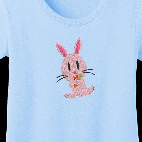 Motif de broderie machine d'un petit lapin trop mignon qui tient une carotte