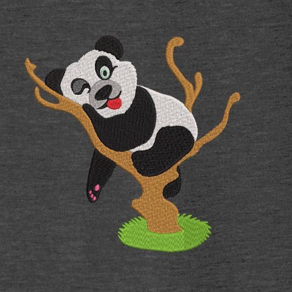 motif de broderie machine panda coquin dans un arbre.