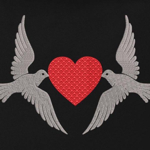 motif de broderie machine pigeons et cœur.