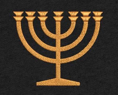 Motif de broderie machine La Menorah. Lamenorah est lechandelier(oucandélabre, autre acception conventionnelle) à sept branches desHébreux, dont la construction fut prescrite dans leLivre de l'Exode, chapitre 25, versets 31 à 401, pour devenir un des objets cultuels duTabernacleet plus tard duTemple de Jérusalem. C'est le plus vieux symbole dujudaïsme, mais également le plus important, bien avant l'étoile de Davidapparue tardivement.